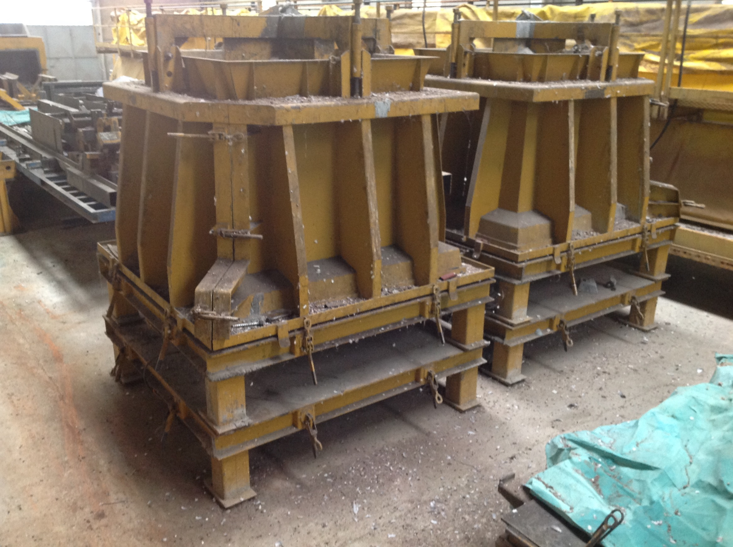 MOULD PLINTH 170X170