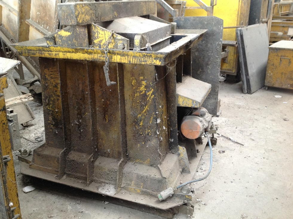 MOULD PLINTH 120X120